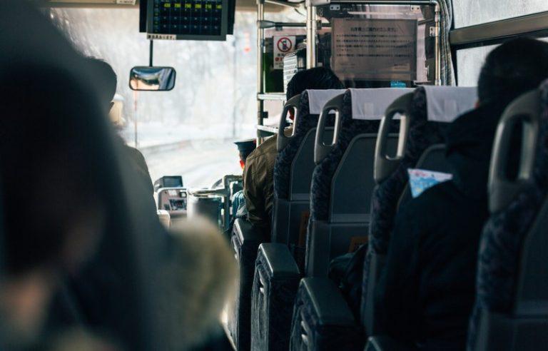 下道を走る夜行のスキーバス事故ってことは、お若い方が多く乗っておられたことが予想され、痛恨の極み・・・